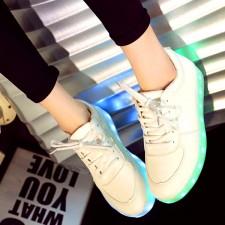 Light it up: O retorno dos tênis com luz de LED