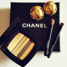 Limited Edition: Chanel lança paleta de sombras inpirada no icônico casaco de tweed