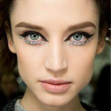Glitter Underline: Delineado abaixo dos olhos é tendência de beauté