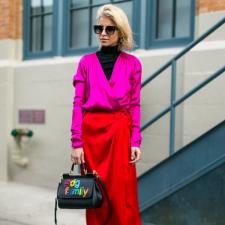 Pink + Vermelho: A combinação improvável de cores que você vai usar neste Inverno