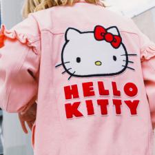 Lazy Oaf X Hello Kitty: Marca lança coleção vintage com a gatinha favorita