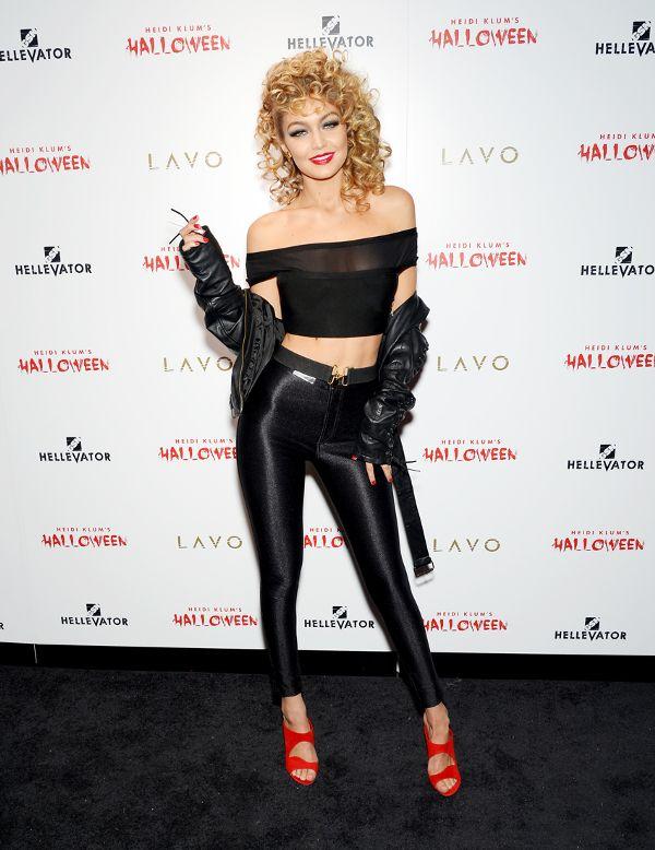 Gigi Hadid como Sandy, do filme Grease